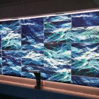 Декотативная панель с печатью в бассейне. Закаленное стекло, подсветка.